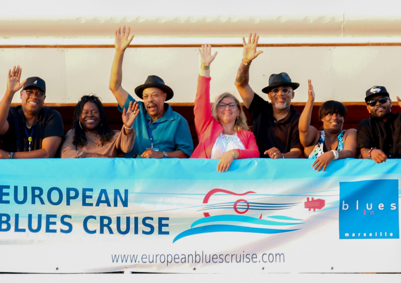 Lisa Banoyan, au centre entourée des artistes qui ont participé à l'European Blues Cruise - Photo Byblos