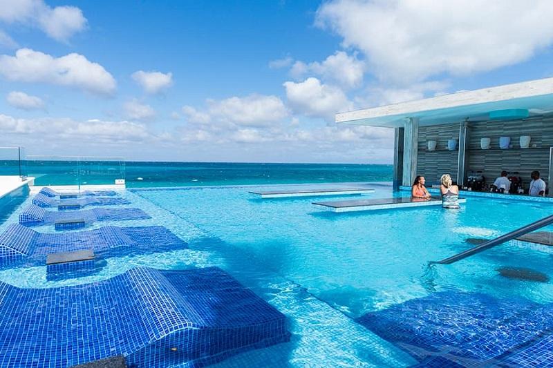 Le Riu Palace Paradise Island offre la possibilité de profiter de 2 piscines - DR Riu Palace Paradise Island