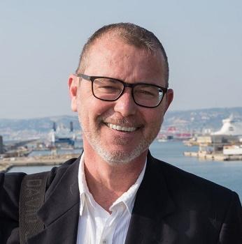 Régis Virlouvet devant le port de Marseille - DR