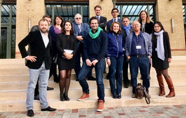 Une partie des membres du jury après les délibérations, pose sur le parvis du Ministère de l'Europe et des affaires étrangères /photo JDL