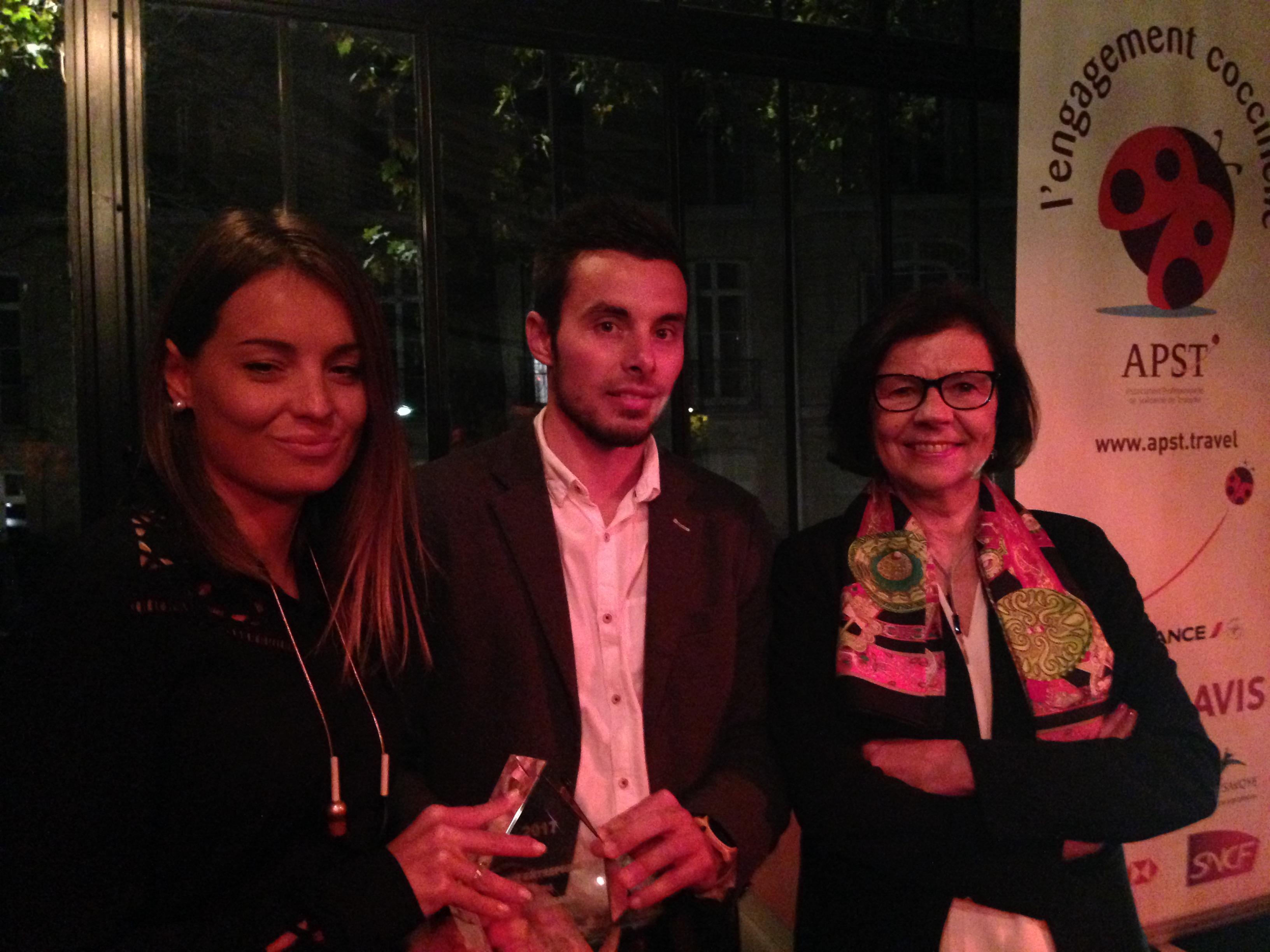 Nathalie Lafay, Arnaud Huillin, les lauréats du prix Jeune Entrepreneur du Tourisme de l'APST et  Alix Philipon, présidente de l'APST - DR : C.L.