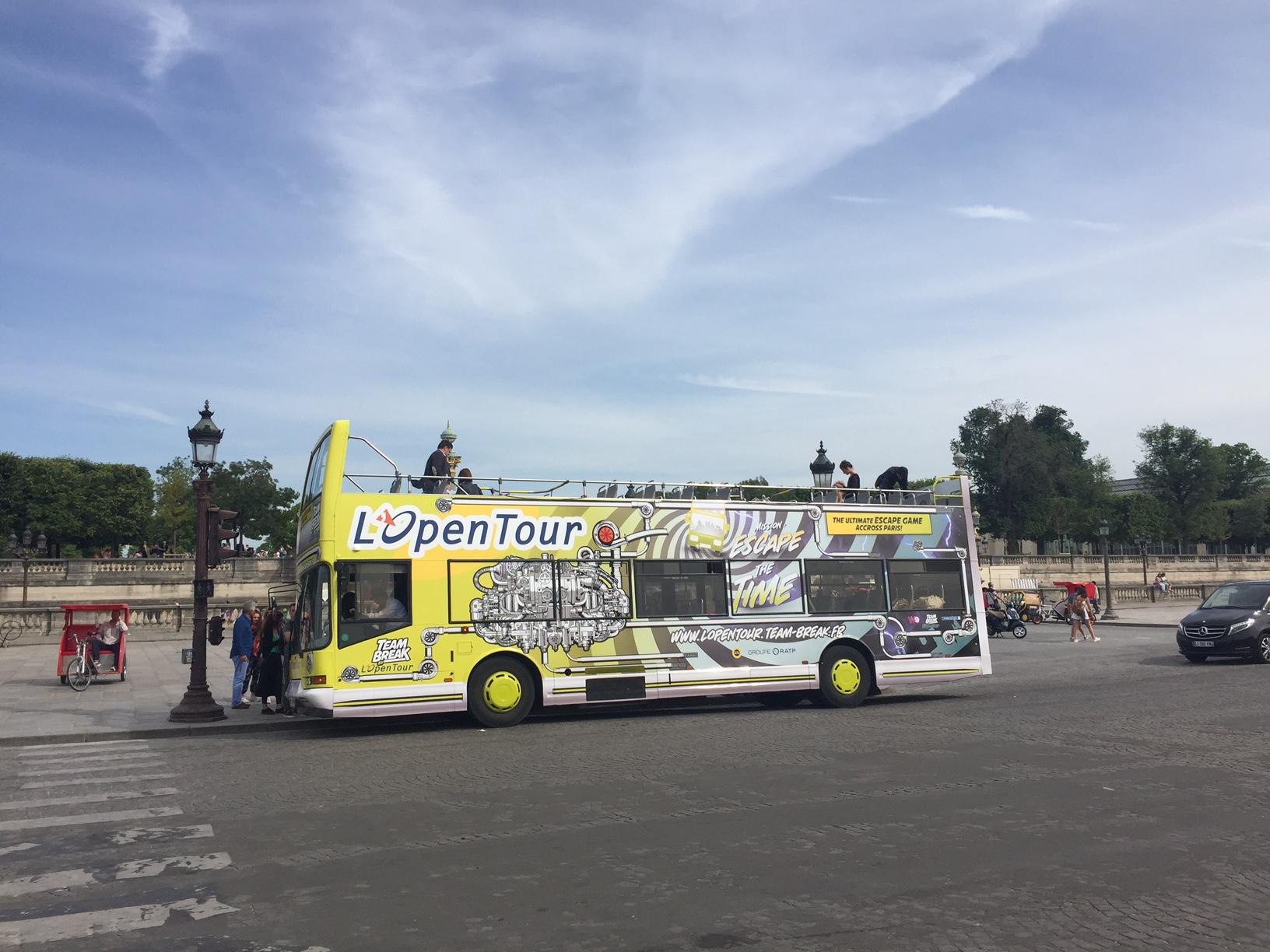 OpenTour, filiale du groupe RATP, organise à bord du bus touristique, des escape games, pour innover avec une visite insolite de Paris. - DR