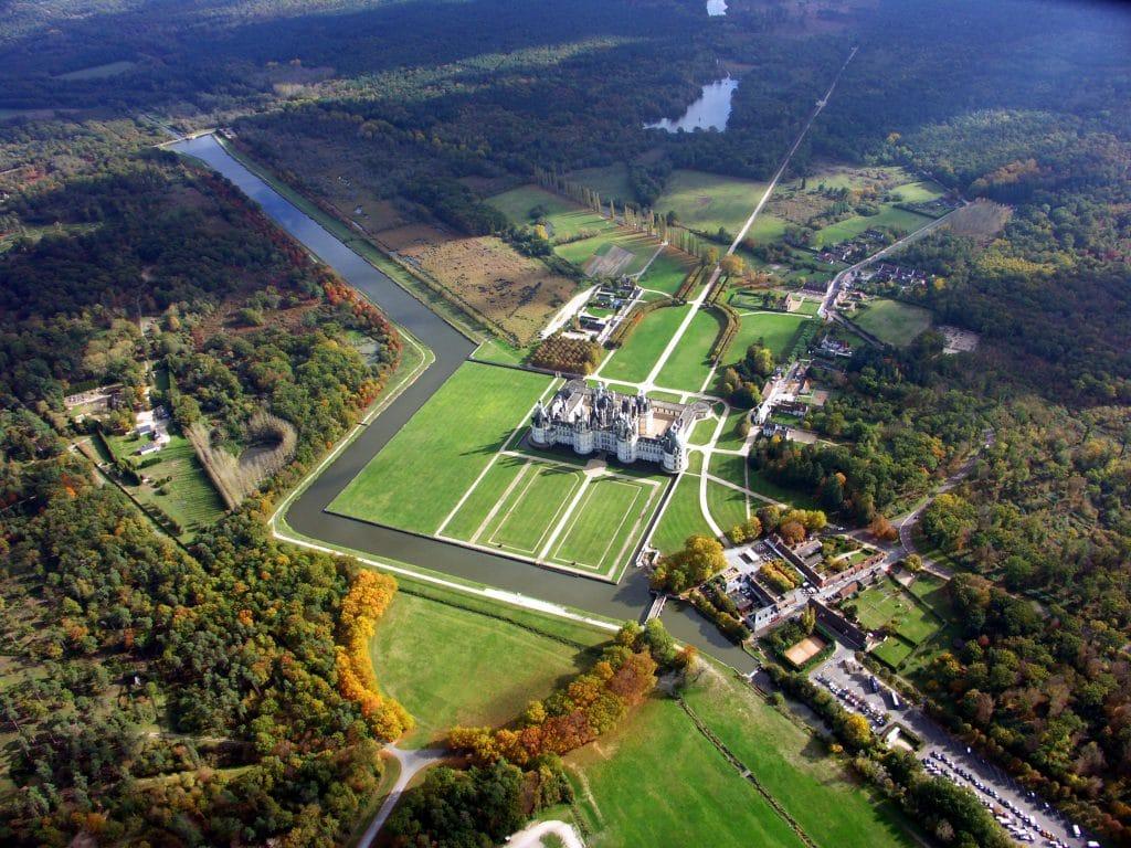 Pour accéder au domaine, les visiteurs doivent emprunter la déviation par les portes de la Chaussée-le-Comte ou de Thoury - Crédit photo : Château de Chambord