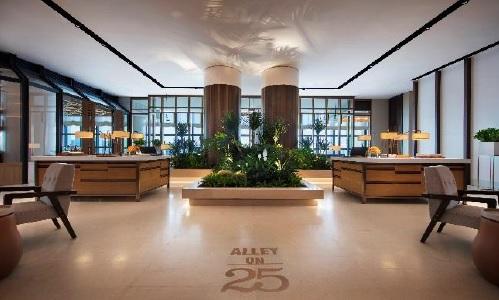 Des œuvres d'art sont exposées au sein des hôtels Andaz, un mini-bar gratuit, et un accès à l'Andaz Lounge Hour (proposant des vins gratuitement) sont réservés aux clients de l'hôtel - Crédit photo : Hyatt
