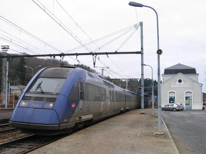 """""""Corail intercité"""" Bordeaux - Lyon ici en gare de Saint Sulpice Laurière. Photo Tuyra http://leportailferroviaire.free.fr, creative commons"""