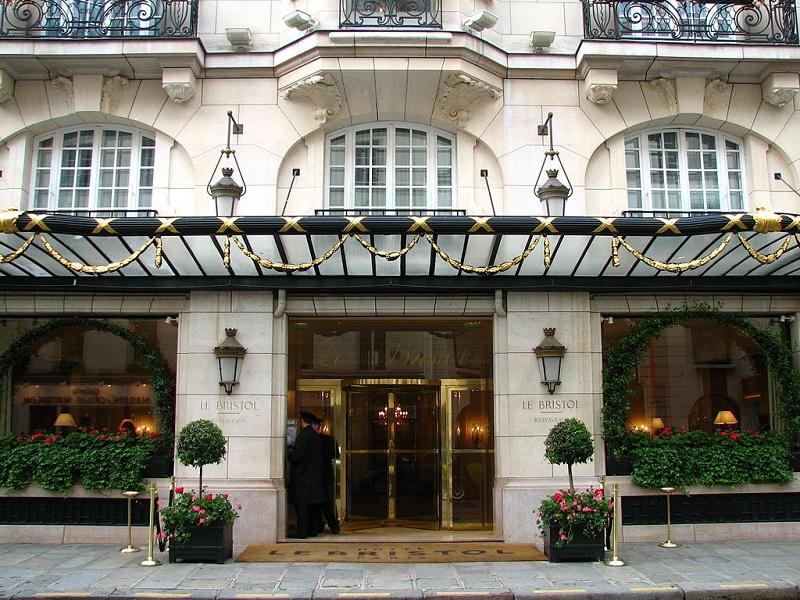 L'hôtel le Bristol à Paris - phoro creative commons wikipedia Grenouille vert