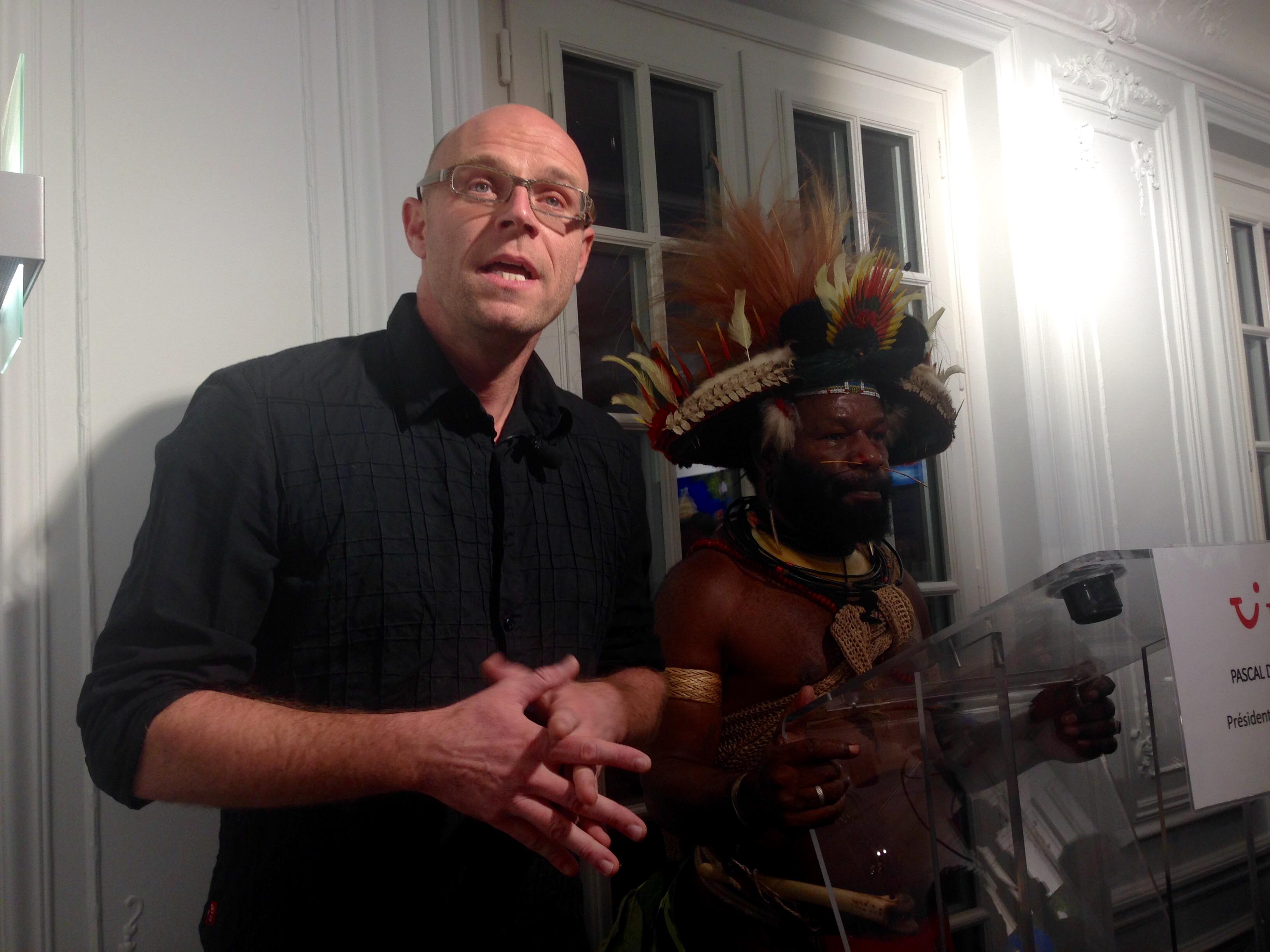 """Marc Dozier expose à L'appartement TUI ses photos extraites de """"La Tribu des Américains Un papou à travers les Etats-Unis""""."""