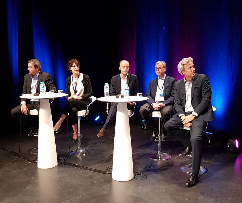 G. Rudas (Amadeus), V. Sasset (BCD Travel, Commission Air EDV), A. Rath (Cap 5), Michel de Blust (ECTAA) et Zoran Jelkic (Air France) lors de la table ronde sur NDC et les frais GDS aux journées des Entrepreneurs du voyage - Photo CE