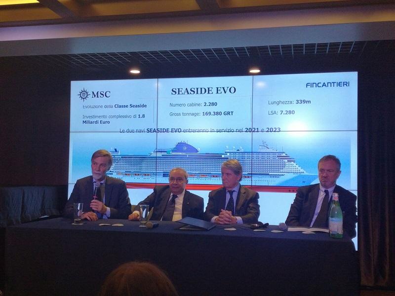 Graziano Delrio, ministre des transports italien auprès de l'équipe dirigrante de MSC Croisières et Fincantieri lors d'une conférence de presse aux chantiers navals - Photo TourMaG - RP