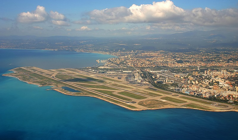 Vue aérienne de l'aéroport de Nice - CC Lafrance /wikicommons nl