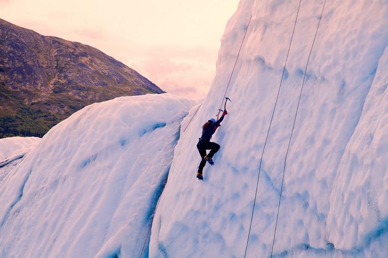 Escalade sur la glace Crédit : Adrenaline Hunter