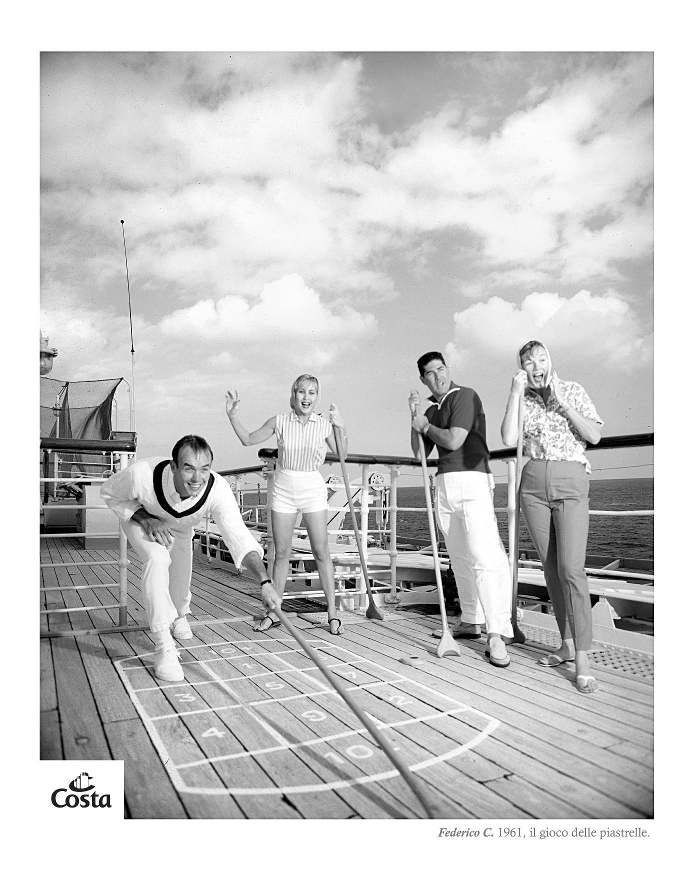 A bord en 1961. Croisière d'agrément et des activités pour tous. Collection Costa.