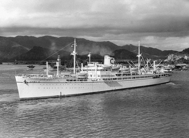 La saga Costa débute en 1948 avec le Anna C premier transatlantique à traverser l'Atlantique Sud après la Seconde Guerre mondiale. Collection Costa.