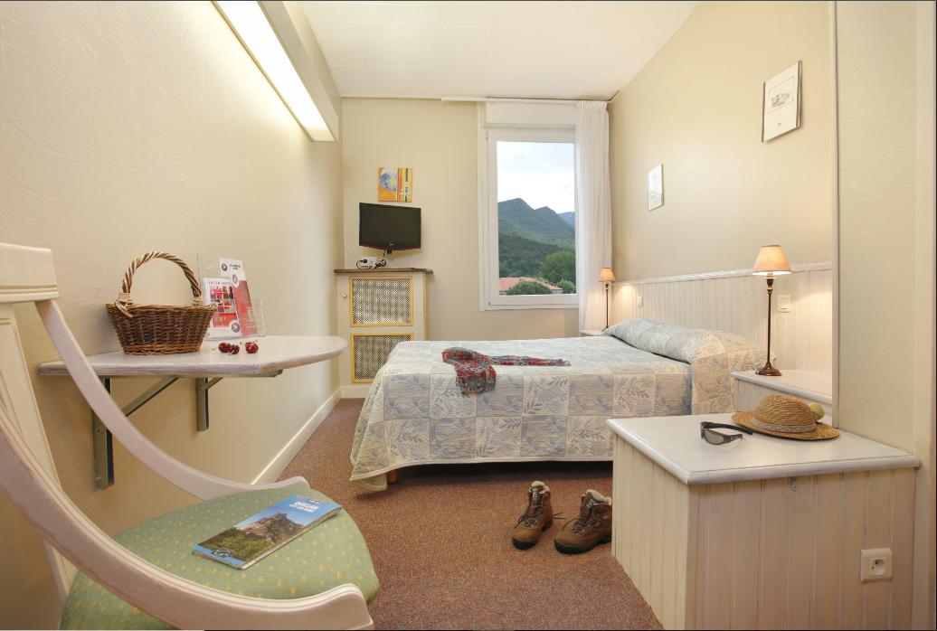 SEH a signé un partenariat avec la Fédération française de randonnée, afin de mettre en avant ses hôtels situés près des chemins de randonnée, comme l'Inter-hôtel Cartier, à Quillan (Aude). - SEH