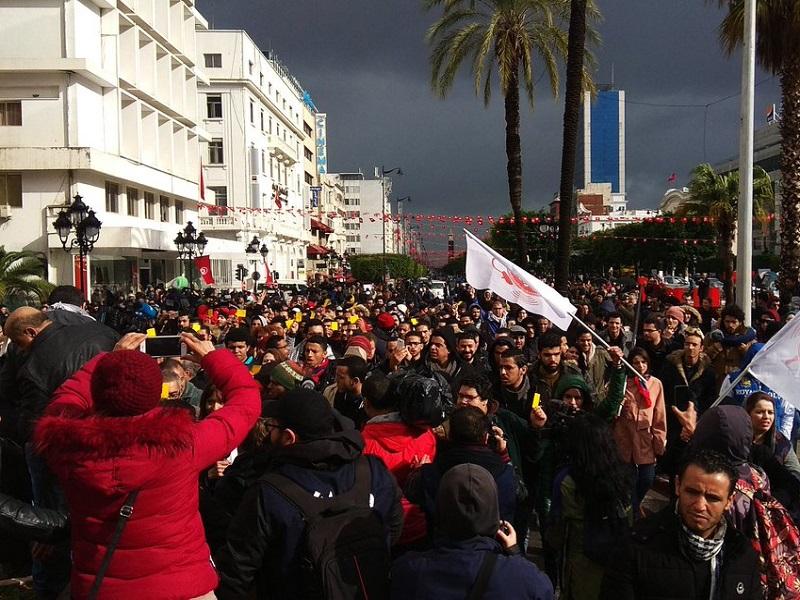 La jeunesse tunisienne veut goûter aux fruits des chamboulements ayant touché le pays - Crédit photo : Tim Vinchon compte Twitter @timvinchon