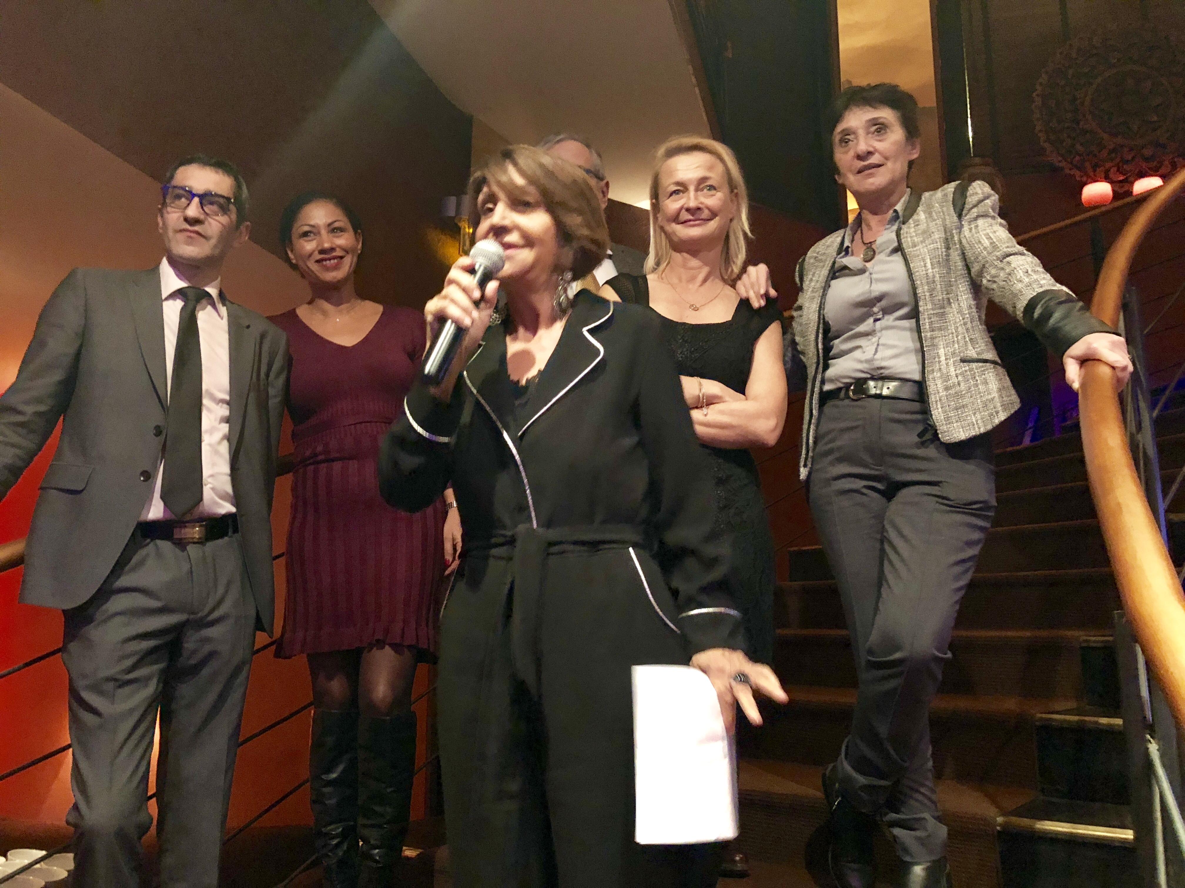 Adriana Minchella, entourée de son Conseil d'administration, a dévoilé la destination 2018 du prochain Convenctour : l'Afrique du Sud /photo JDL