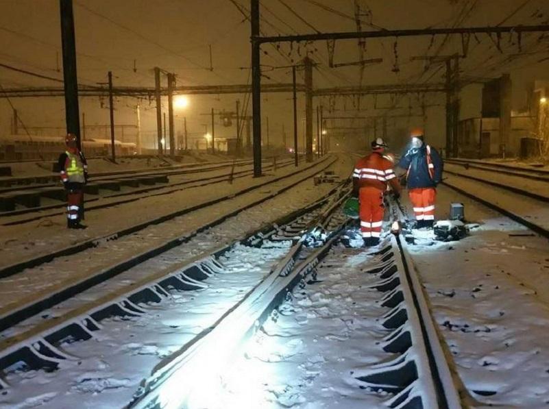 Photo twitter / SNCF : L'ensemble des équipes @SNCFReseau est mobilisé pour faire face à l'épisode neigeux