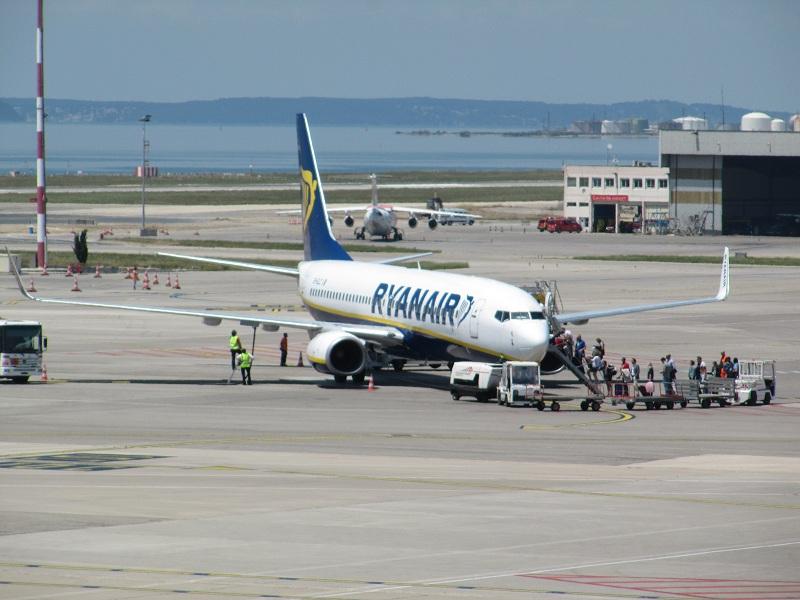 Légende photo : Selon une brillante étude du site Refundmyticket.net, Ryanair serait parmi les moins concernées par les retards ou les annulations de vols. Aéroport Marseille Provence - Tarmac - Photo PC