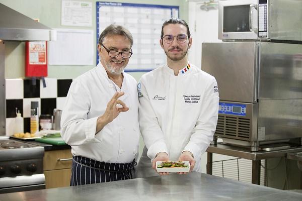 La deuxième édition du concours de cuisine d'Eurostar est lancé, ici le gagnant de la précédente édition et le chef  Eric Blanc - Crédit photo : Eurostar