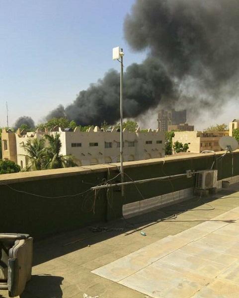 L'ambassade Française à Ouagadougou attaquée par des terroristes - Crédit photo : compte Twitter @LolivDubois