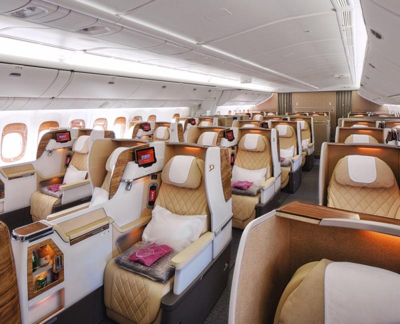 L'appareil accueillera 38 sièges-lits en classe affaires et 264 sièges spacieux en classe économique - Emirates airline (@emirates) _ Twitter