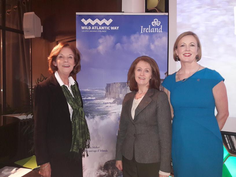 """De gauche à droite : de passage à Paris à l'occasion de la Saint Patrick Joan O""""Shaughnessy présidente des Offices de Tourisme d'Irlande à travers le monde, Finola O'Mahony directrice pour l'Europe et Monica Mac Laverty directrice Europe du Sud. Photo MS.  --"""