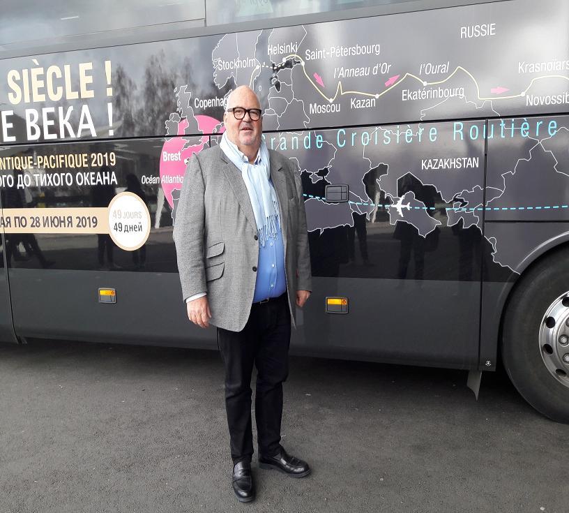 Au Salon Mondial du Tourisme à Paris, sous les projecteurs, Michel Salaün et son « Royal Firs » qui partira  de Brest pour Vladivostok le 11 mai 2019. Photo MS.