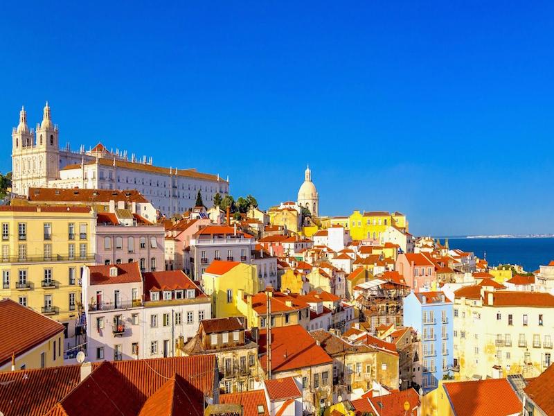 Lisbonne et le Portugal ont encore dominés les ventes de guides touristiques français © Capture d'écran Youtube