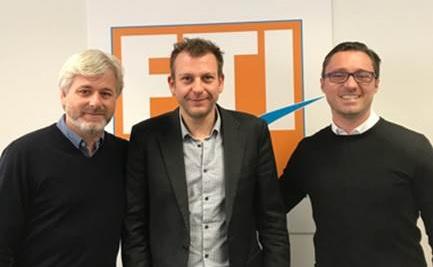 Renaud Lenne, entouré de David von Banck (Directeur Commercial – à gauche sur la photo) et Axel Mazerolles (Directeur Général – à droite sur la photo). - DR FTI