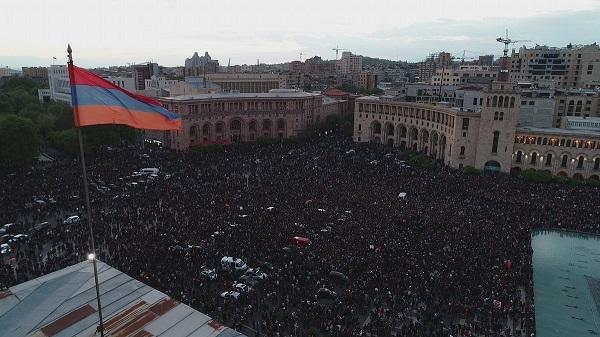 Dimanche la manifestation dans la capitale a rassemblé plus de 100 000 personnes - Crédit photo : compte Twitter @stefsiohan