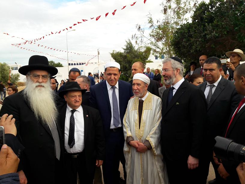 De gauche à droite, le Grand Rabin de Jérusalem, Hassen Chalghoumi Imam de Drancy, le Grand Mufti de la République tunisienne  et Moshe Sebbag Grand Rabin de la Grande Synagogue de Paris. Photo MS.