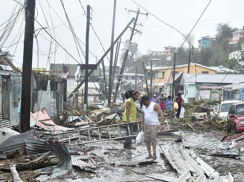 Les alentours de Roseau, île de la Dominique, après le passage de l'ouragan Maria - Photo libre de droit, Roosevelt Skerrit