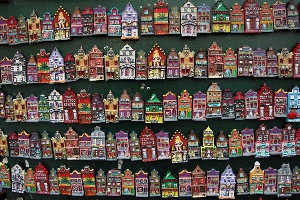 Vers la fin des magnets et autres souvenirs en plastique à Amsterdam ? Les vendeurs vont avoir la vie dure - Crédit photo : libre pour usage commercial, PublicDomainPictures