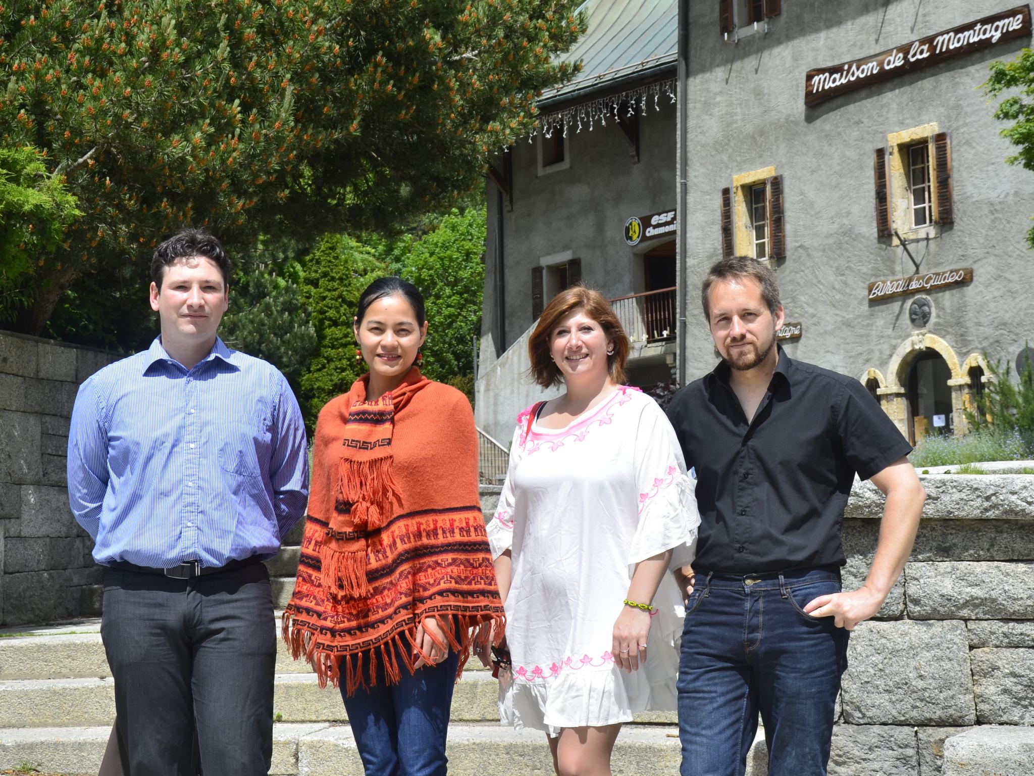 L'équipe à Chamonix. Presque une photo de famille avec de gauche à droite : Pierre Lavorata (responsable production groupe et GIR, co-gérant), Cate Lavorata (technicienne groupe), Charlotte Lavorata (responsable production indiv) et Alexandre Salon (technicien GIR) - DR : BM