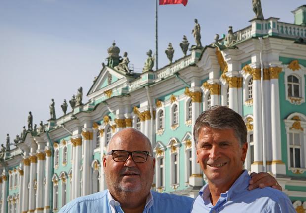 à gauche Michel Salaün - à droite  Stéphane Le Pennec (directeur général) - Photo DR