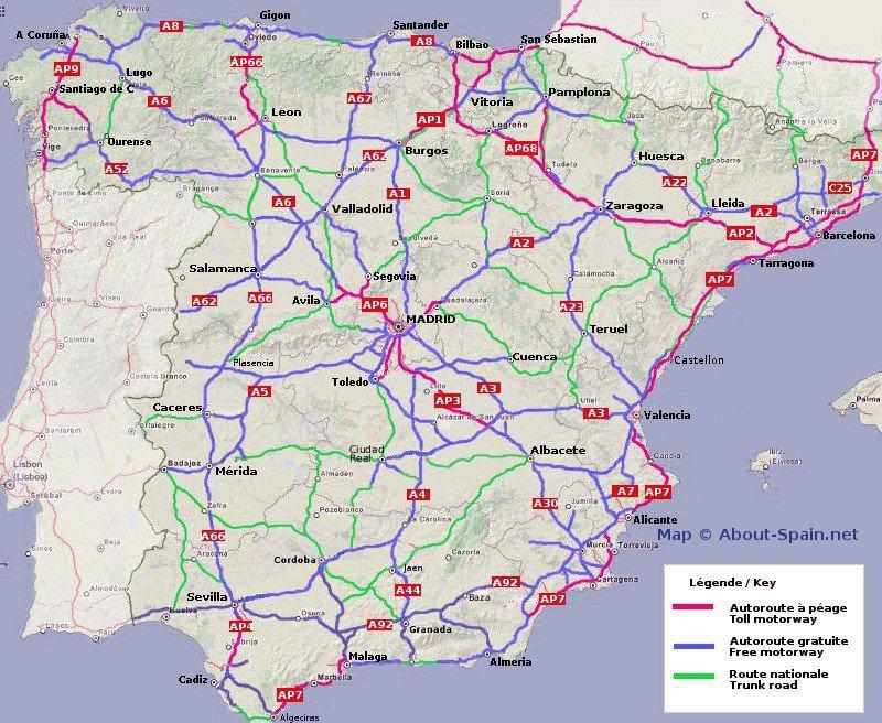 Les autoroutes gratuites sont /en bleu, Les autoroutes à péage sont en rouge. Les principales routes nationales (bonnes routes bien entretenues) sont en vert /crédit carte site about-spain.net/
