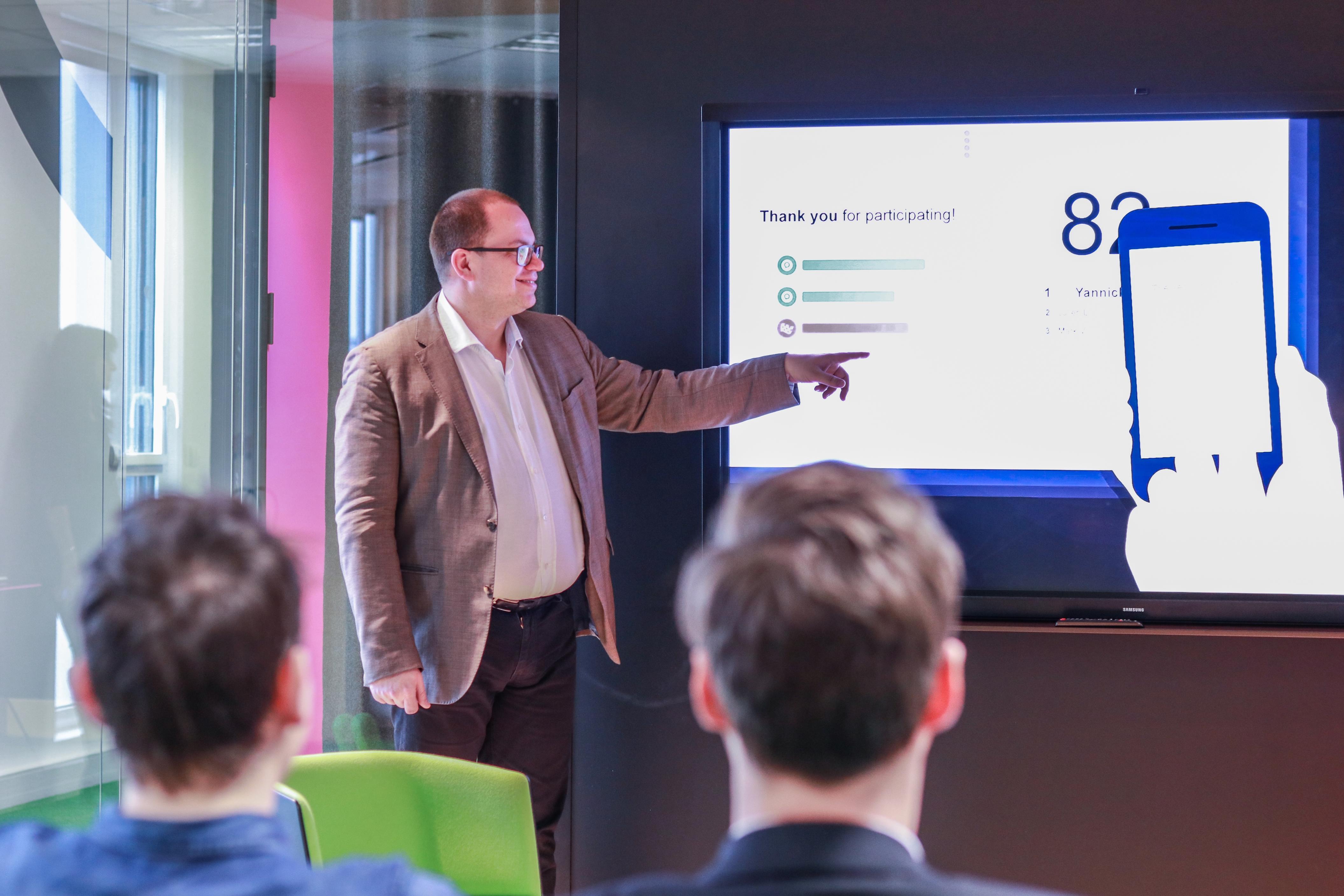 Happy to Meet You aide les entreprises à révéler leur marque employeur grâce à un audit notamment en interne. - Happy to Meet You.