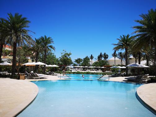 L'une des piscines du nouvel hôtel Rosewood Baha Mar - DR