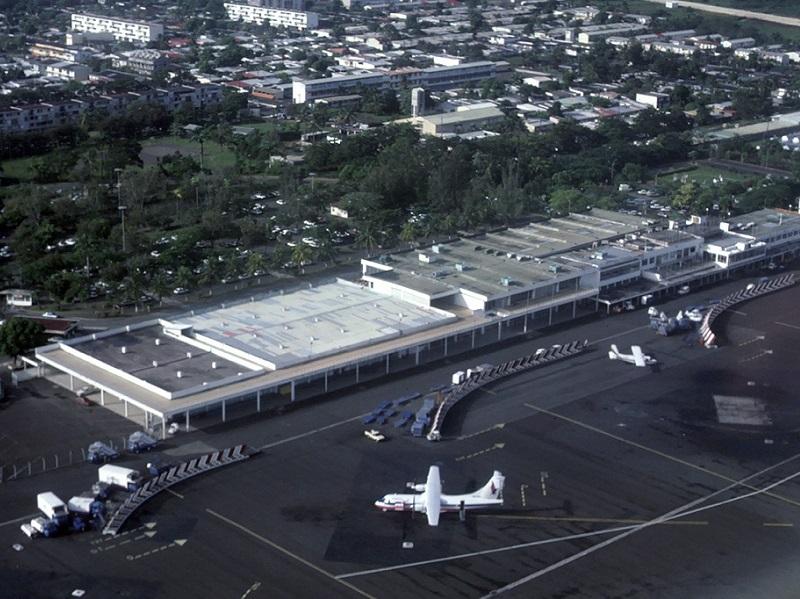 crédit photo : Eduard Marmet / wikicommons : aéroport Pointe-a-Pitre - Le Raizet