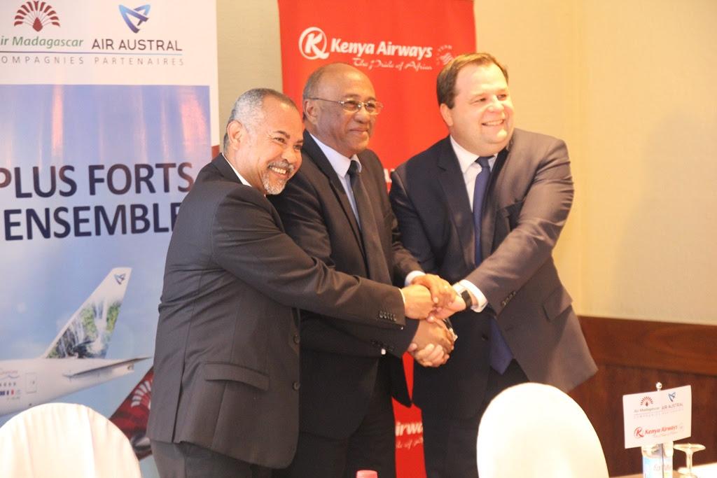 Frédéric Dufour, secrétaire général d'Air Austral, Besoa Razafimaharo, d'Air Madagascar et Sebastian Mikosz, PDG de Kenya Airways ont acté les grandes lignes de ce partenariat tripartite- DR : Air Austral