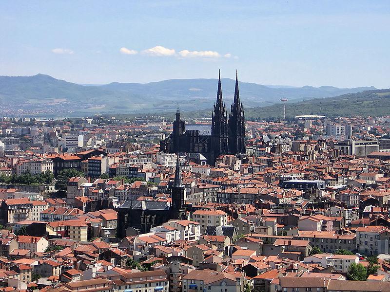 Clermont-Ferrand vu de Montjuzet - photo wikicommons Fabien1309
