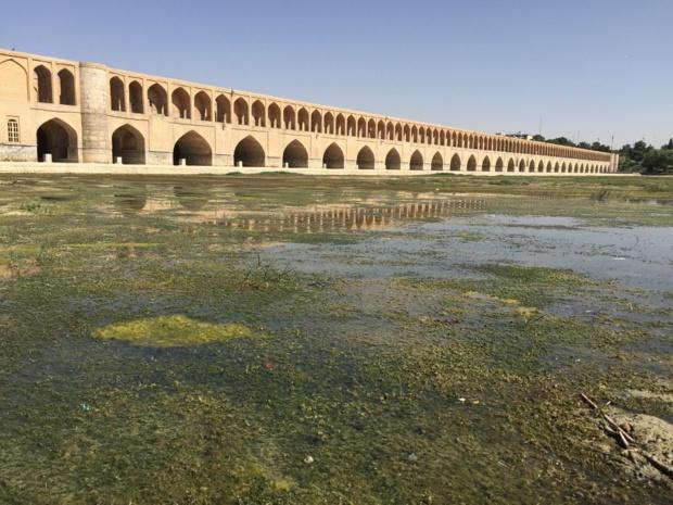 Si-o-se Pol ou pont Allahverdi Khan, est l'un des onze ponts d'Ispahan, en Iran. C'est l'un des ponts les mieux connus de la dynastie des Séfévides /crédit photo JDL