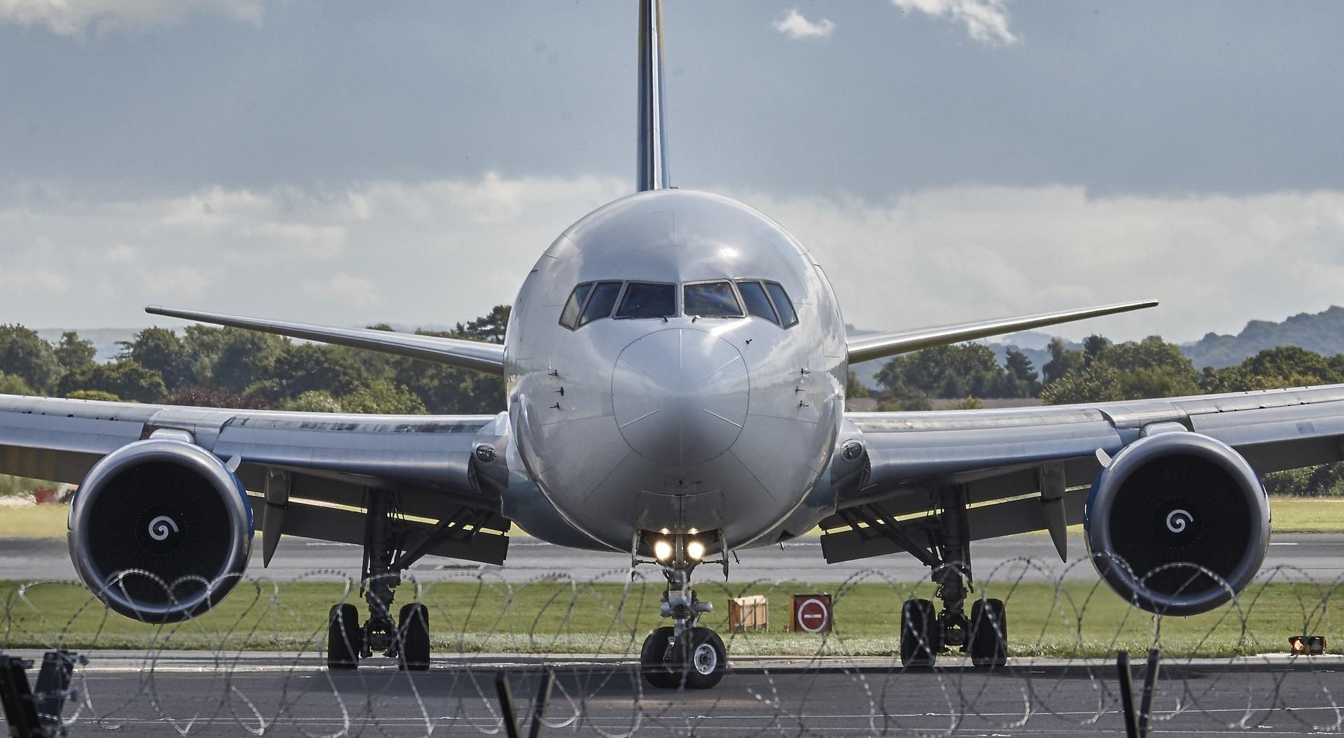 La hausse du trafic aérien au cours des 20 prochaines années va entraîner une hausse des emplois dans le secteur, notamment dans les secteurs des services d'escale, des services à la clientèle et du personnel de cabine - Photo libre de droit