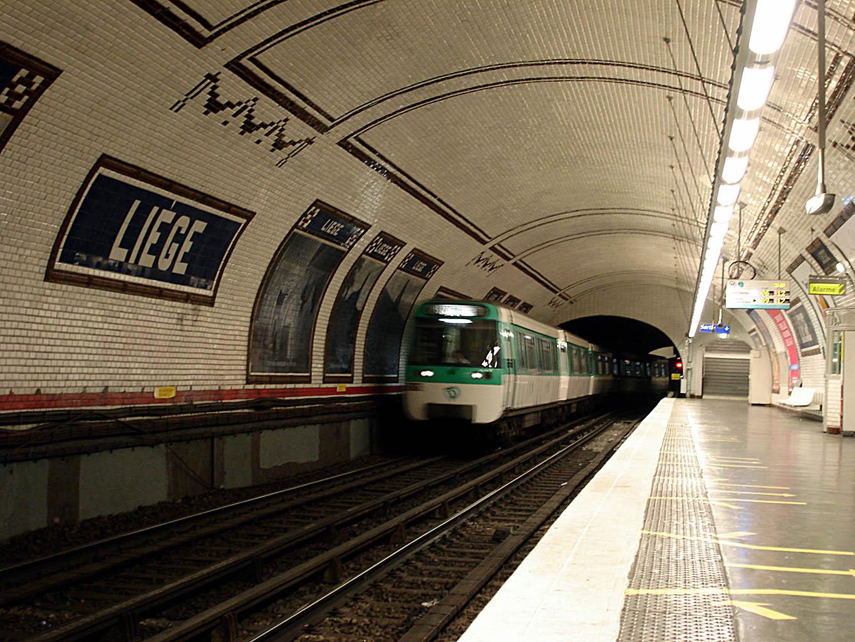 Parmi les presque 50 millions de touristes accueillis chaque année en Île-de-France (dont 40% d'étrangers), plus des trois quarts d'entre eux fréquentent le métro, et quasiment la moitié le RER /crédit photo Wikipedia