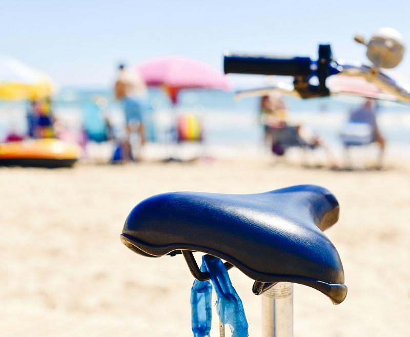 C'est le fonctionnement de l'ensemble du monde qu'il faut remettre en question et le tourisme]b, ses entreprises privées comme vous le dites si bien, ne se comptent même pas sur les doigts de la main. - Copyright nito103 Depositphotos.com