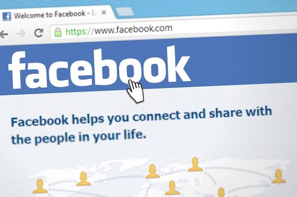 Facebook en perte de vitesse, le réseau social essaye de toujours plus monétiser sa plateforme - Crédit photo : Pixabay, libre pour usage commercial,