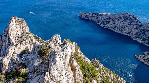 Les calanques et les plages marseillaises ont été prises d'assaut par les touristes cet été - Crédit photo : Pixabay, libre pour usage commercial