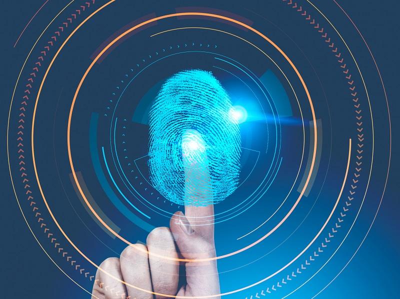 En France, d'après la feuille de route du ministère de l'Intérieur, une « livraison des prototypes d'identité numérique » est prévue pour 2018 - Copyright denisismagilov Depositphotos.com