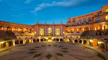 Quinta Real, un hôtel 5 étoiles unique au monde, construit autour d'une arène de tauromachie du 17e siècle. OT Mexique.