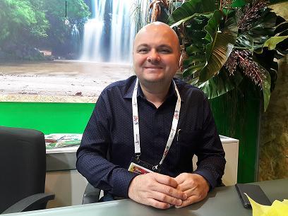 Hermes Navarro, Directeur du Développement touristique et des Relationes aériennes sur son stand à Top Resa.MS.